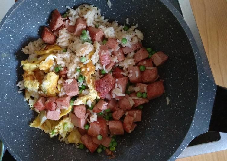 China-Reis-Pfanne mit Frühstücksfleisch