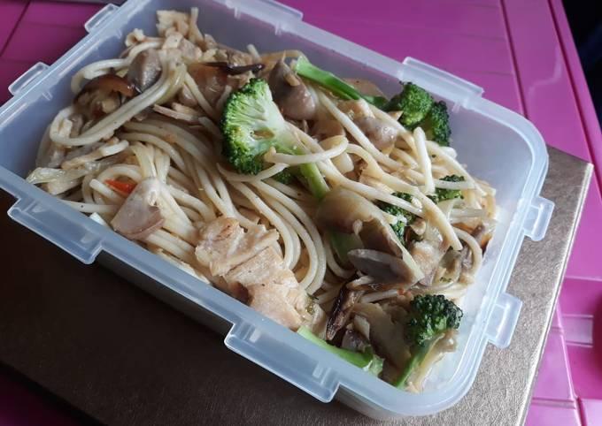 Spagheti Aglio Olio Tuna (Bekal Praktis)