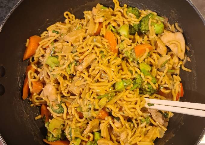 Satay chicken with Hokkien noodles