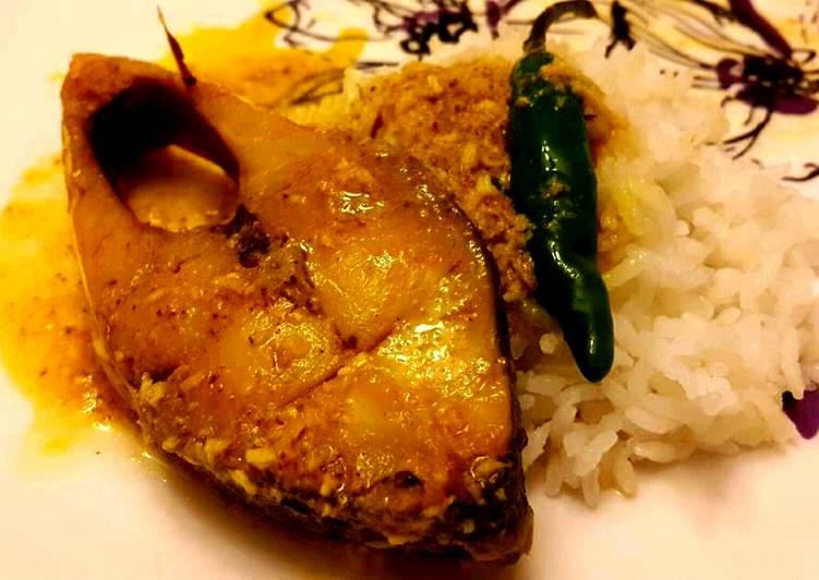 Hilsa fish tel jhol/ Bengali Hilsa light curry