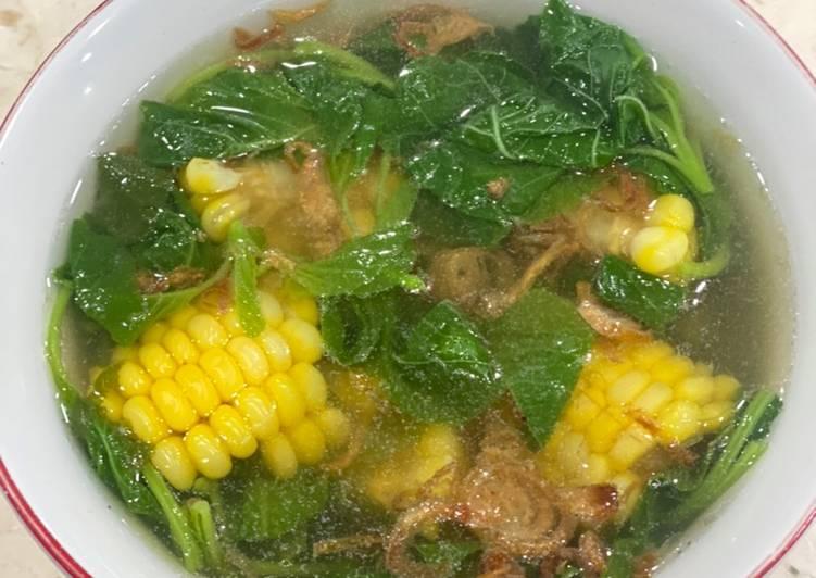 Sup bening bayam jagung Vegan