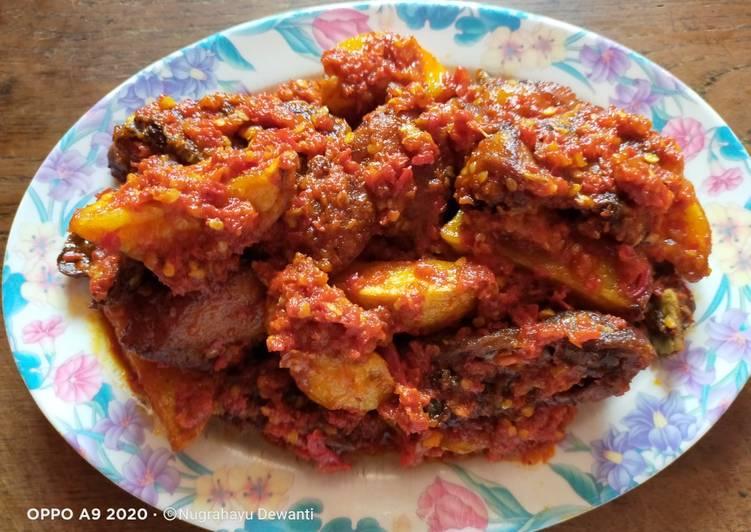 Ayam Bumbu Ngo Hiong Goreng Balado Campur Kentang