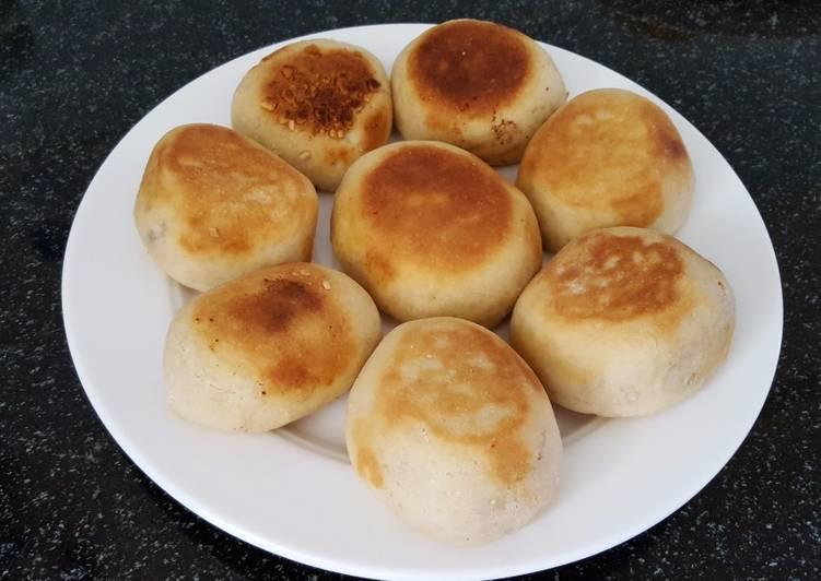 Peanuts bun, baked on the pan
