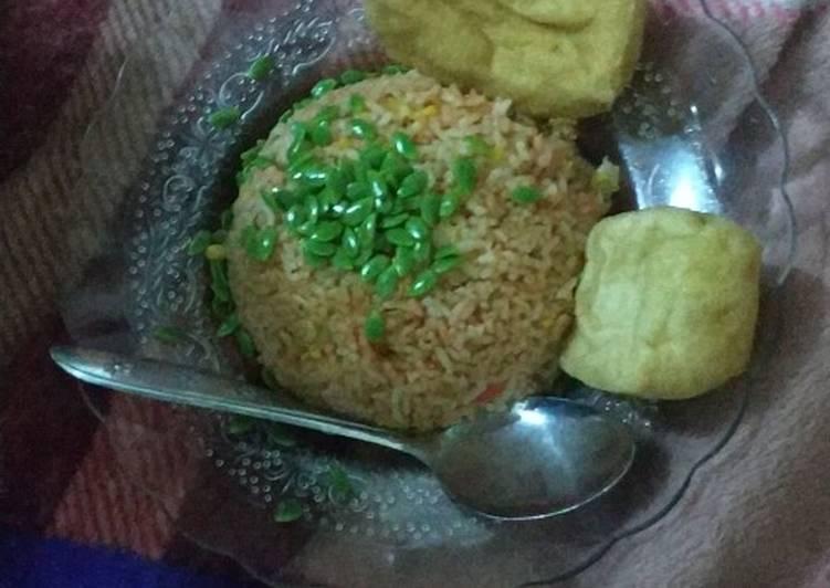 Nasi goreng bertabur lamtoro (petaicina)
