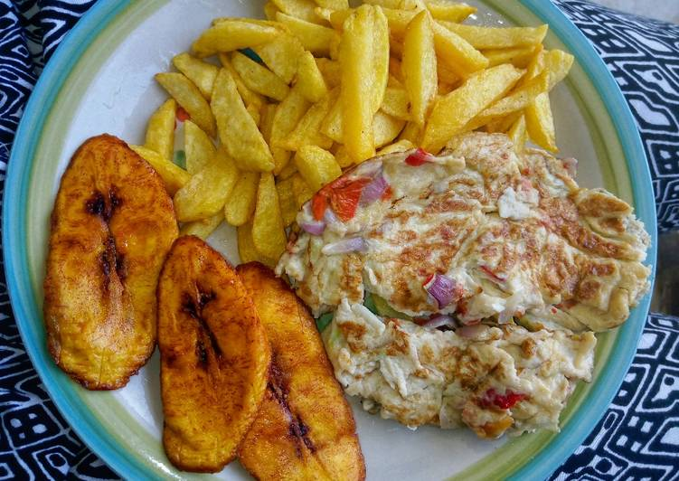 Chips, fried plantain & fried eggs