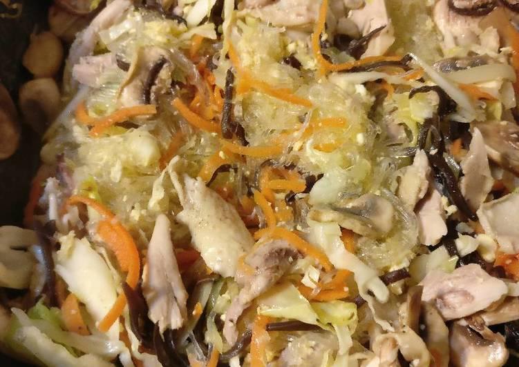Stirfried chicken mung bean vermicelli
