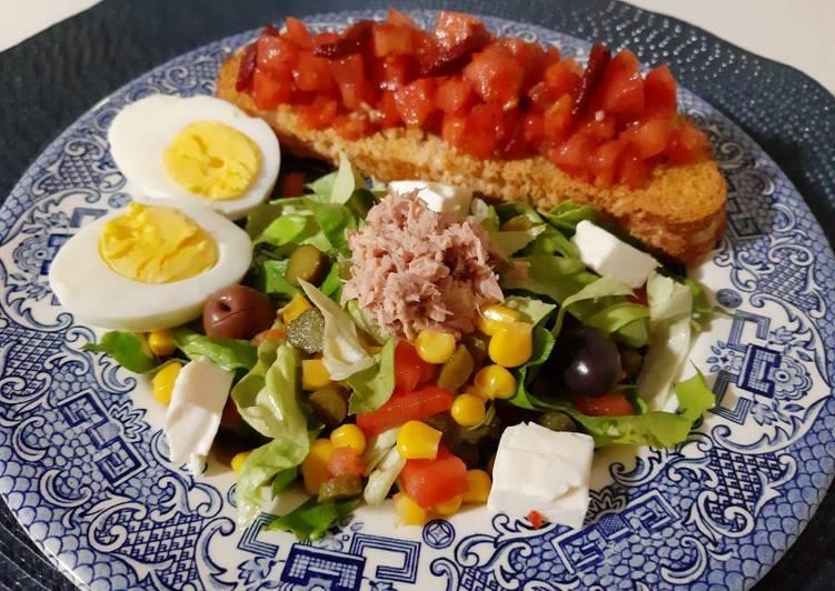 Comment Préparer Des Bruschetta, salade variée au thon,fromage et oeufs durs ❤