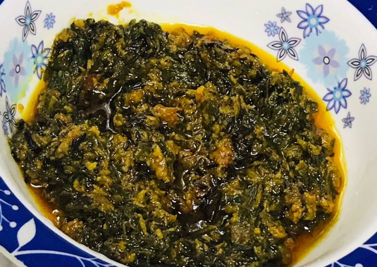 What are some Dinner Easy Homemade Stir fried Palak gravy with dash of desiccated coconut powder