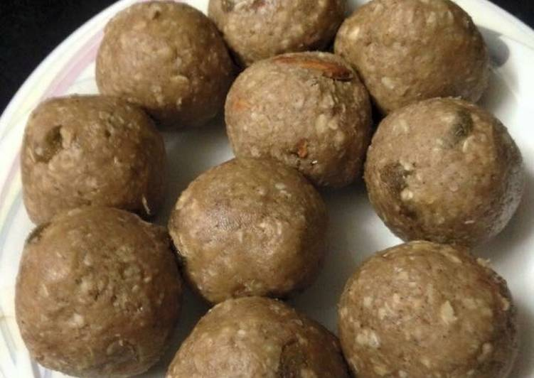 How to Prepare Homemade Banana oat breakfast balls with peanut butter