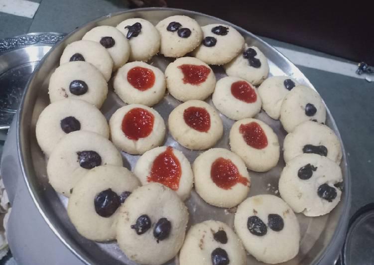 Chocolate and strawberri jam cookies