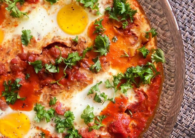 Shakshouka (Eggs in Spicy Tomato Sauce)