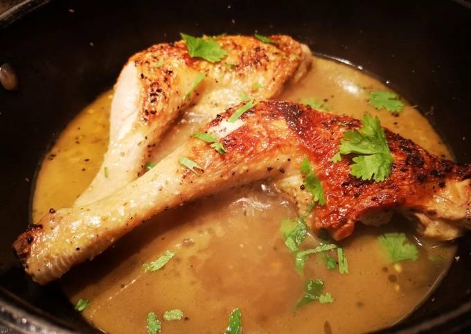 Cuisses de poulet au jus curry, zestes d'orange et coriandre