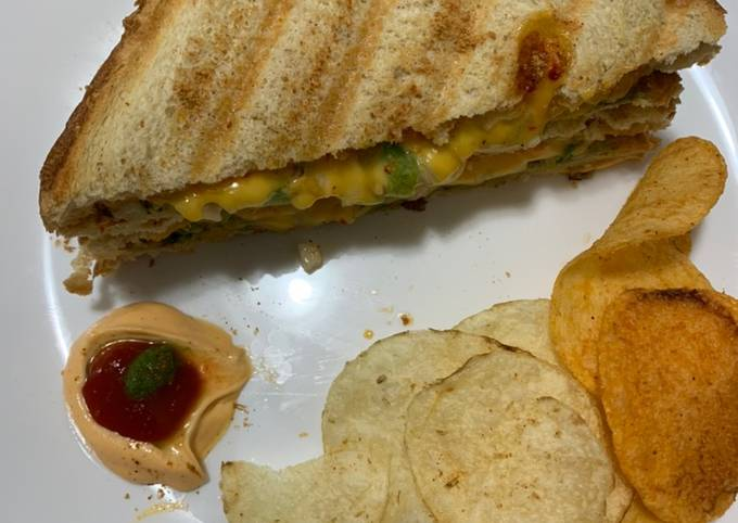 How to Prepare Delicious Grilled cheese chilli sandwich