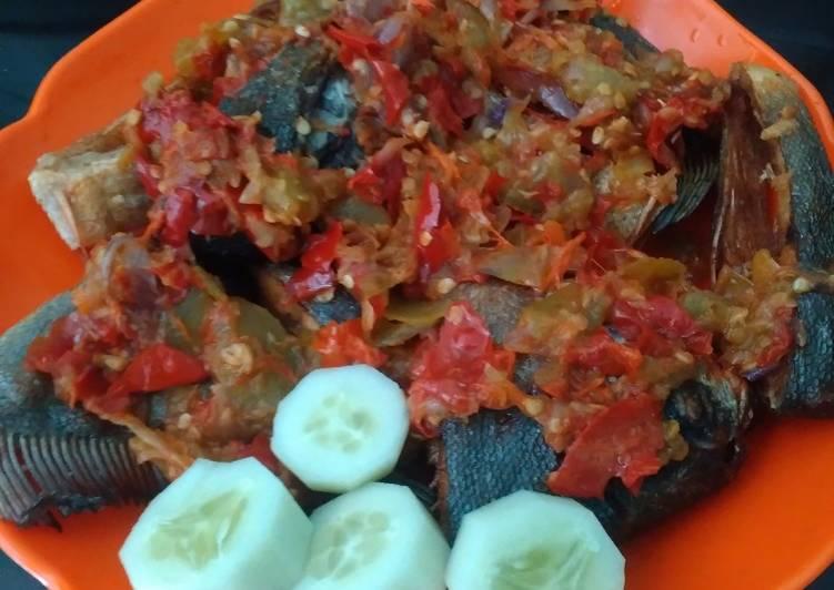 Resep Bawal Goreng Lado Merah Tomat Ijo yang mudah