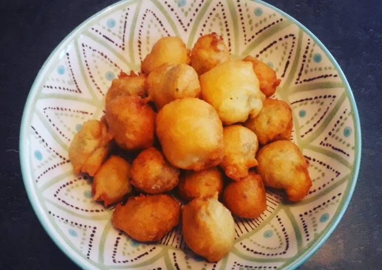 Beignets de fleurs de courgette farcies à la mozzarella