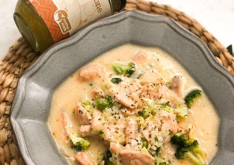 Creamy Salmon and Broccoli Soup