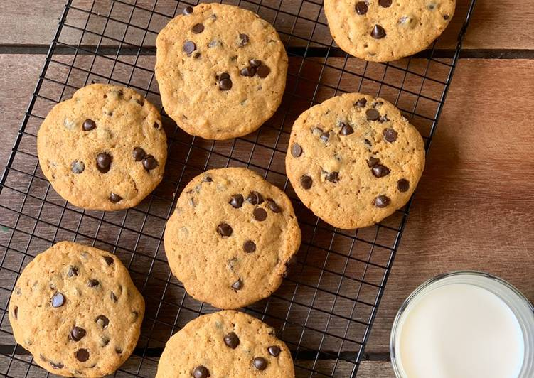 Giant Chocolate Chips Cookies
