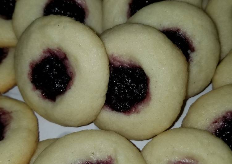Thimble Cookie with Blueberry Preserve
