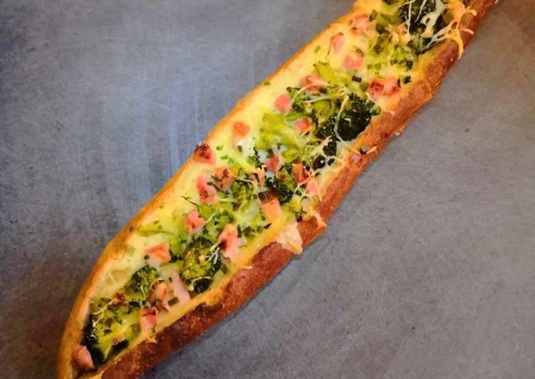 Baguette bâteau brocoli, camembert, saucisse