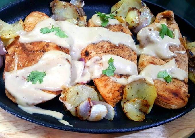 Juicy chicken steaks with spicy mayo garlic sauce😋