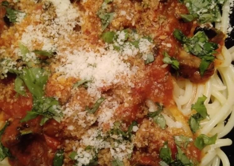 Spaghetti mit Ajvar-Tomaten-Champignon-Sauce
