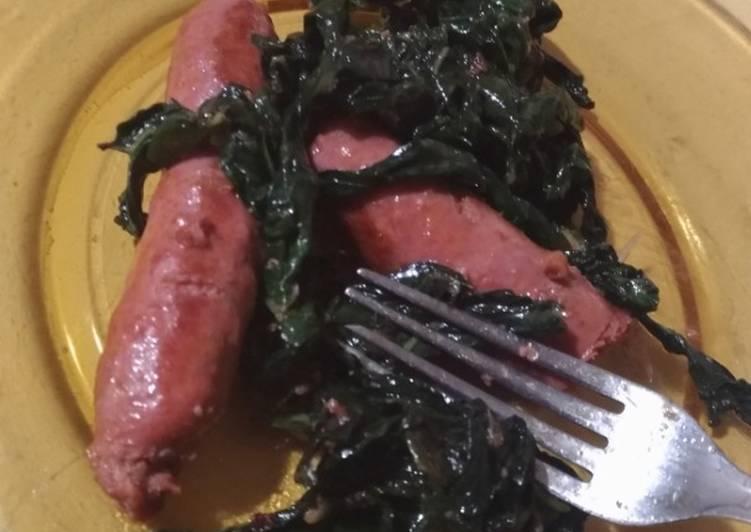Salsiccia e Cavolo Nero (Tumis Sosis dan Daun Kale)