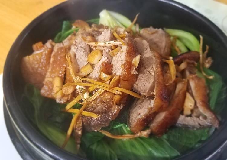 Teriyaki crispy duck over stonepot rice 脆皮鸭煲仔饭