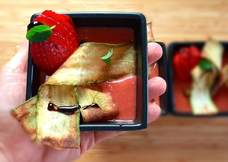 Ricetta Frappe di zucchine su gazpacho di fragole e pomodorini
