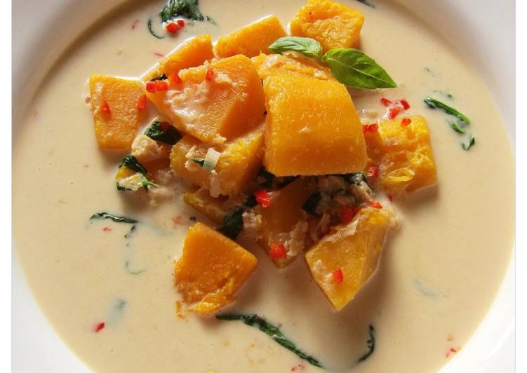 Thai pumpkin and coconut cream soup