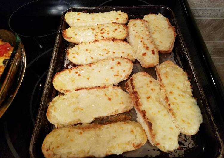 In a Pinch Garlic Cheesy Bread