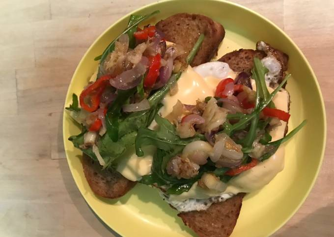 Sarapan: Sourdough Bread with eggs and rocket salad