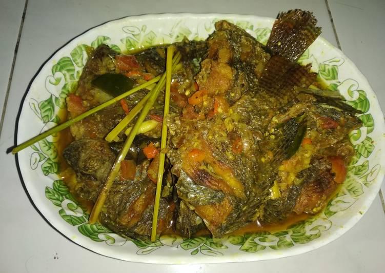 Resep Ikan mujaer bumbu kuning Asam manis Yang Populer Sedap