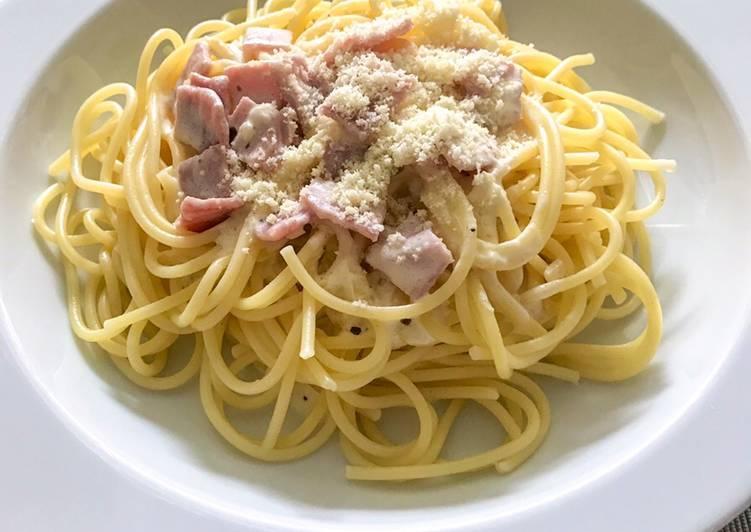 Spaghetti in Käse-Sahne Sauce mit Schinken