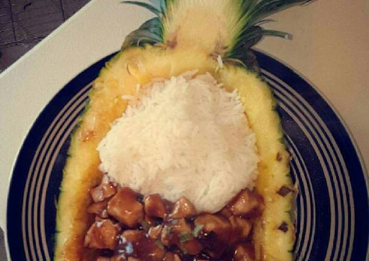 Chicken & rice pineapple bowl