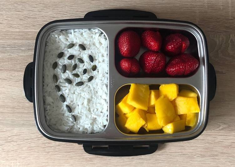 Simple Way to Prepare Favorite Rice Pudding with Fruits and Berries