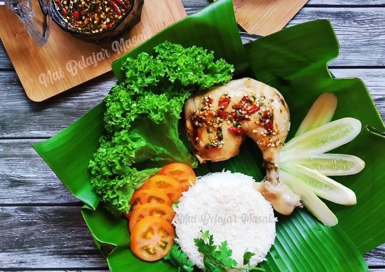 Khao Man Gai - Thai Style Hainanese Chicken Rice - velavinkabakery.com