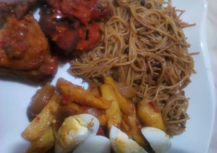 How to Make Yummy Brown spaghetti with sauteed potatoes and peppered chicken