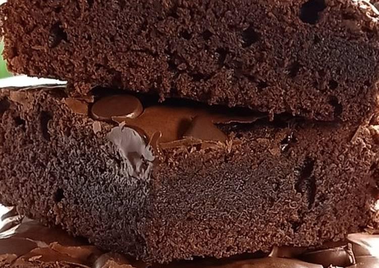 Fudgi Brownies - cookandrecipe.com