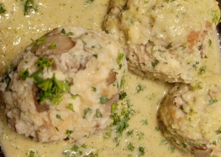 Laugen-Champignon-Knödel in Brokkoli-Käse-Sahne-Sauce