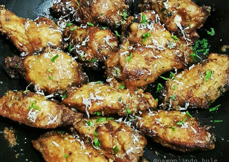 Recipe: Tasty Garlic Parmesan Fried Chicken Wings
