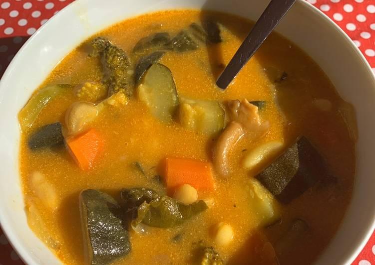 Sopa curry con leche de coco y verduras