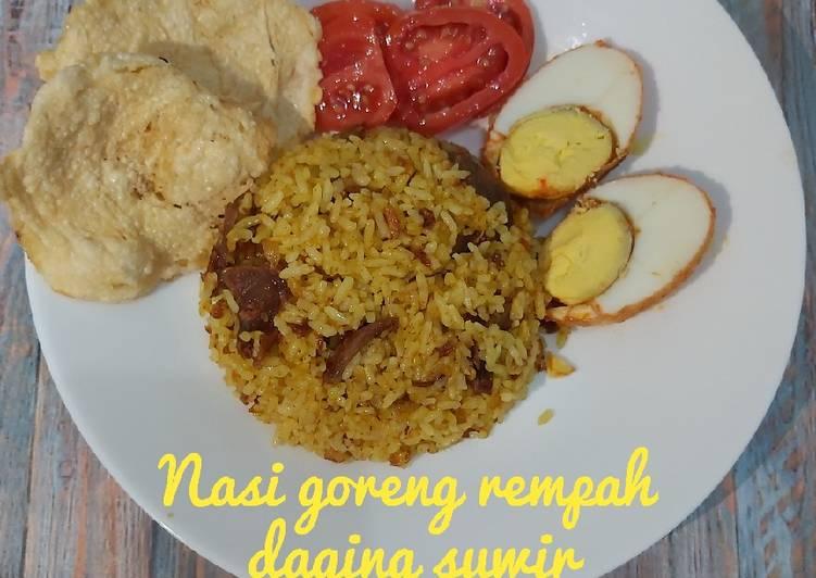 Nasi goreng rempah daging suwir