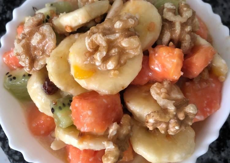 Ensalada de fruta con yogurt y miel