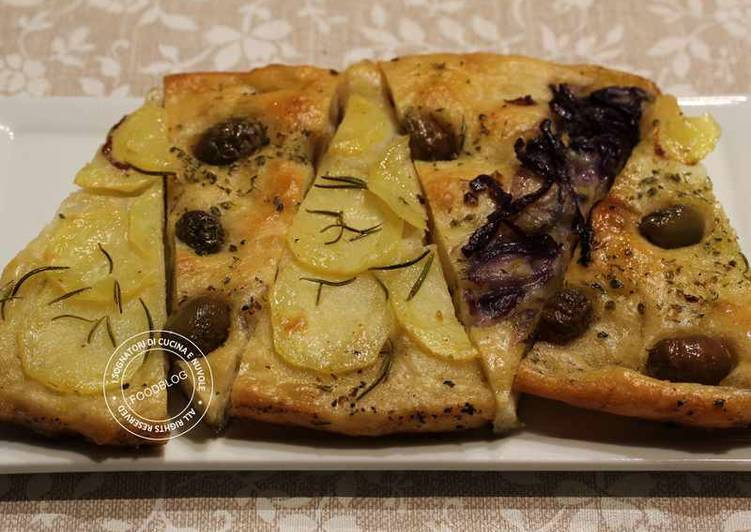 Focaccia con cipolla, olive e patate