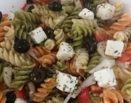 Ensalada de pasta estilo griego