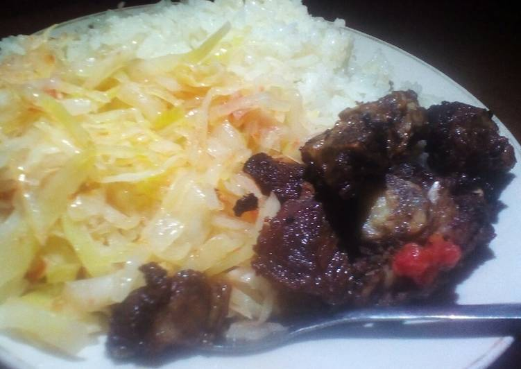 Fried beef,rice and cabbage