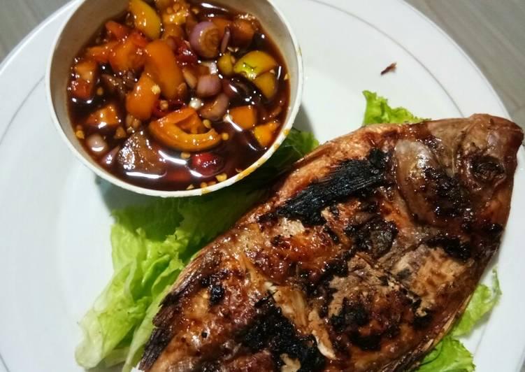 Resep Ikan bakar sambal kecap oleh sundari efi syaiful - Cookpad