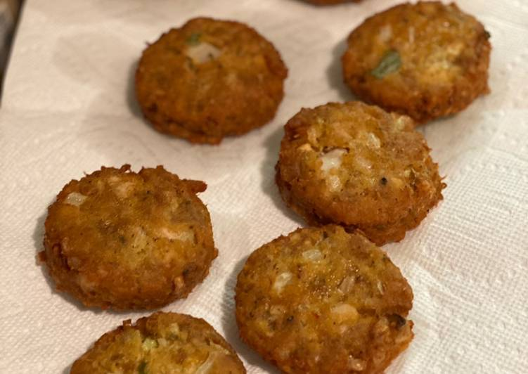 How to Prepare Homemade Cheez It Crab & Fish Cakes