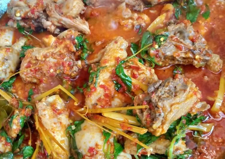 Bagaimana Menyiapkan Ayam woku manado, Bisa Manjain Lidah