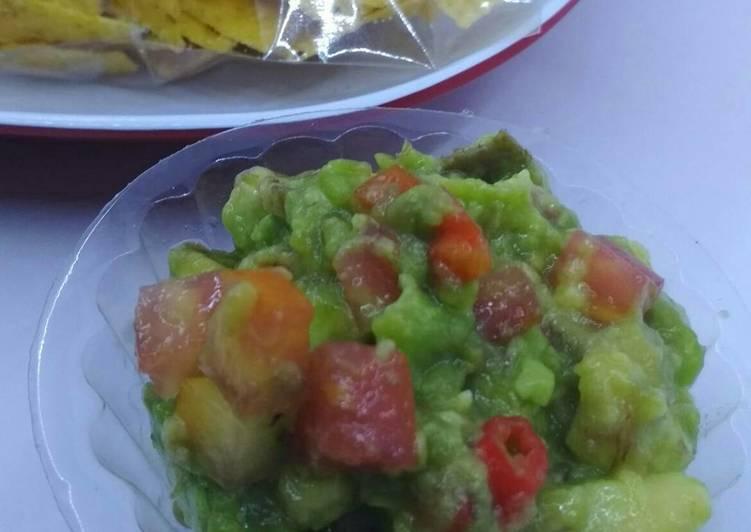 Guacamole nachos